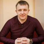 На проекте всячески пытаются привлечь внимание к Илье Яббарову