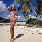 Саша Артемова в восторге от своей фигуры в купальнике